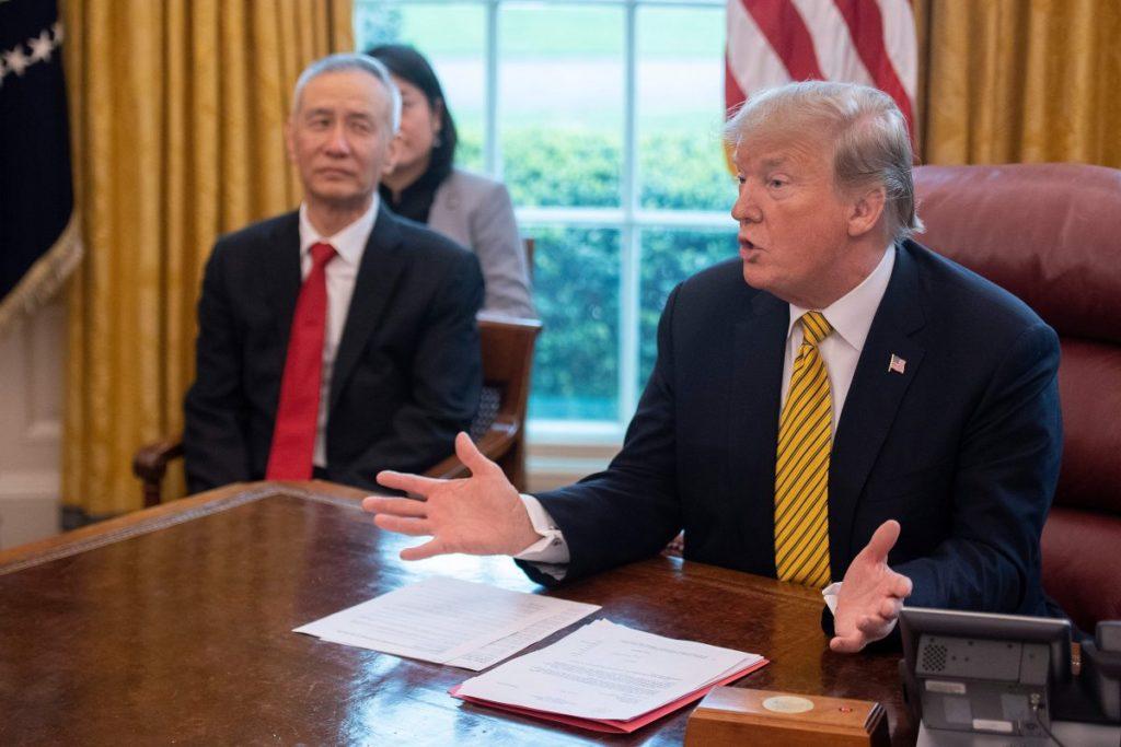 Dù tranh chấp bầu cử, vẫn không quên 'đánh Trung': TT Trump đưa SMIC và CNOOC của Trung Quốc vào danh sách đen quốc phòng