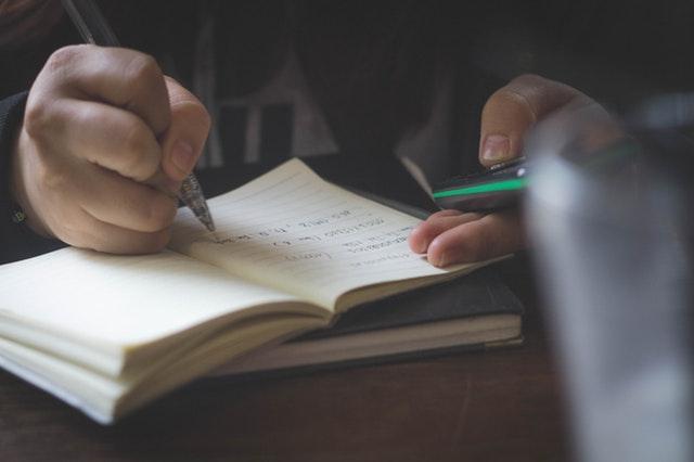 vượt qua khó khăn để trở thành nhà văn