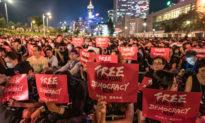 Thời báo New York: Trung Quốc đe dọa các doanh nghiệp và người lao động ở Hong Kong để 'lấy ủng hộ'