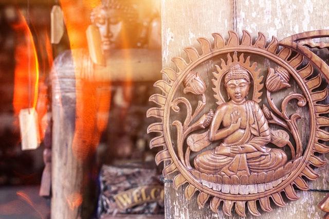 Rất nhiều người cho rằng Khổng Tử không tin Thần, thậm chí có người còn nói Khổng Tử có tư tưởng bài xích tôn giáo.