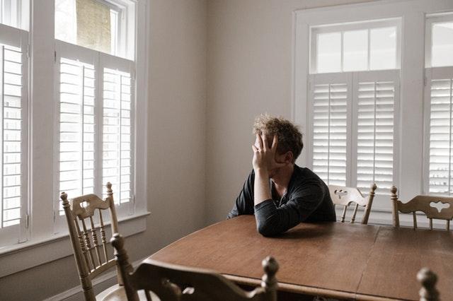 Người nhà là để chúng ta bảo vệ chứ không phải để oán trách. Có người khi gặp chuyện bất công trong đời thì trong lòng phẫn uất khôn nguôi, bất giác oán trách người nhà.