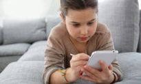 Điện thoại - hiểm hoạ lớn với việc học tập con trẻ