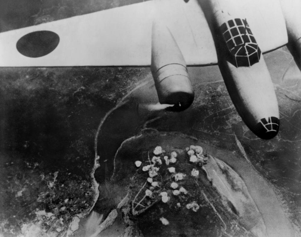 Giúp đỡ vợ con của ông Lý trong suốt 10 năm, ông Hứa có lẽ đã tích đại đức, nhờ vậy mà được ông Lý nhắc nhở tránh kiếp nạn tai ương khi quân Nhật xâm lược.