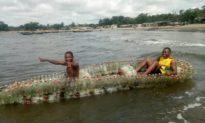 """Tạo """"thuyền sinh thái"""" từ các chai nhựa thải trên sông"""
