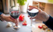 Uống rượu: lợi và hại ra sao?
