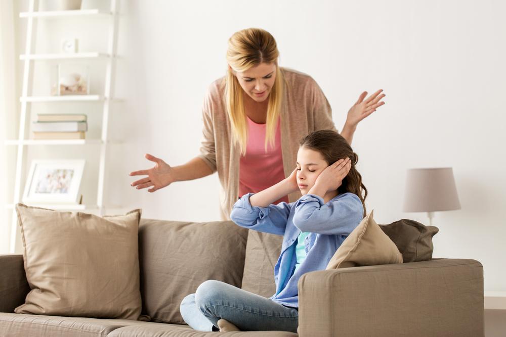 Cha mẹ tức giận sẽ dưỡng thành con cái dễ nổi loạn, đa nghi mẫn cảm, nội tâm yếu ớt lại hung dữ. Khi đứa trẻ lớn lên, tính khí của nó cũng rất cáu kỉnh và khắc nghiệt.