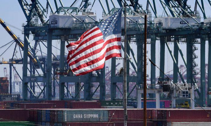 """Chuyên gia kinh tế: Hiệu suất thương mại của Hoa Kỳ cho thấy """"nội lực mạnh mẽ"""" và """"rõ ràng tách khỏi"""" Trung Quốc"""