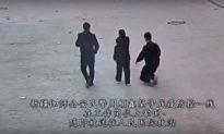 Cảnh quay thương tâm khi công an phòng chống dịch Tân Cương đột nhiên 'ngã gục xuống đất'