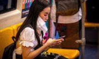 Phòng Covid-19: Lau điện thoại di động hay đeo khẩu trang tốt hơn?