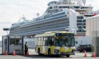 Những nhân viên di tản tàu du lịch Diamond Princess đến kiểm dịch ở Canada, sau khi hàng trăm người Canada đã được di tản về quê nhà