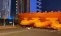 Nhiều chuyện kì lạ xảy ra ở Trung Quốc: Cự long đột nhiên đổ xuống đất! Sấm sét dữ dội trên bầu trời Vũ Hán
