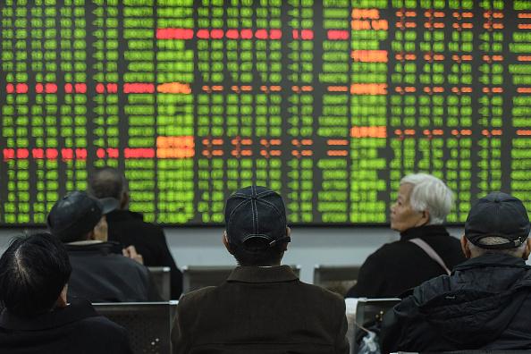 Hơn cả Trung Quốc, thị trường chứng khoán Việt Nam lao dốc nhanh nhất khu vực