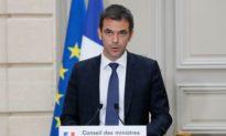 Pháp cấm việc tụ họp đông người và hôn chào nhau để chống lại COVID-19