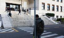 Ý đóng cửa tất cả các trường học trong bối cảnh bùng phát COVID-19, khuyến cáo người dân tạm 'chia tay' cách chào hỏi truyền thống