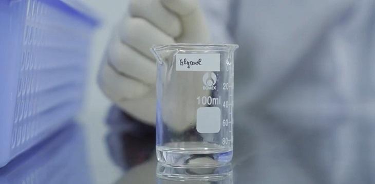 Pha nước rửa tay khô bằng cồn theo công thức của WHO