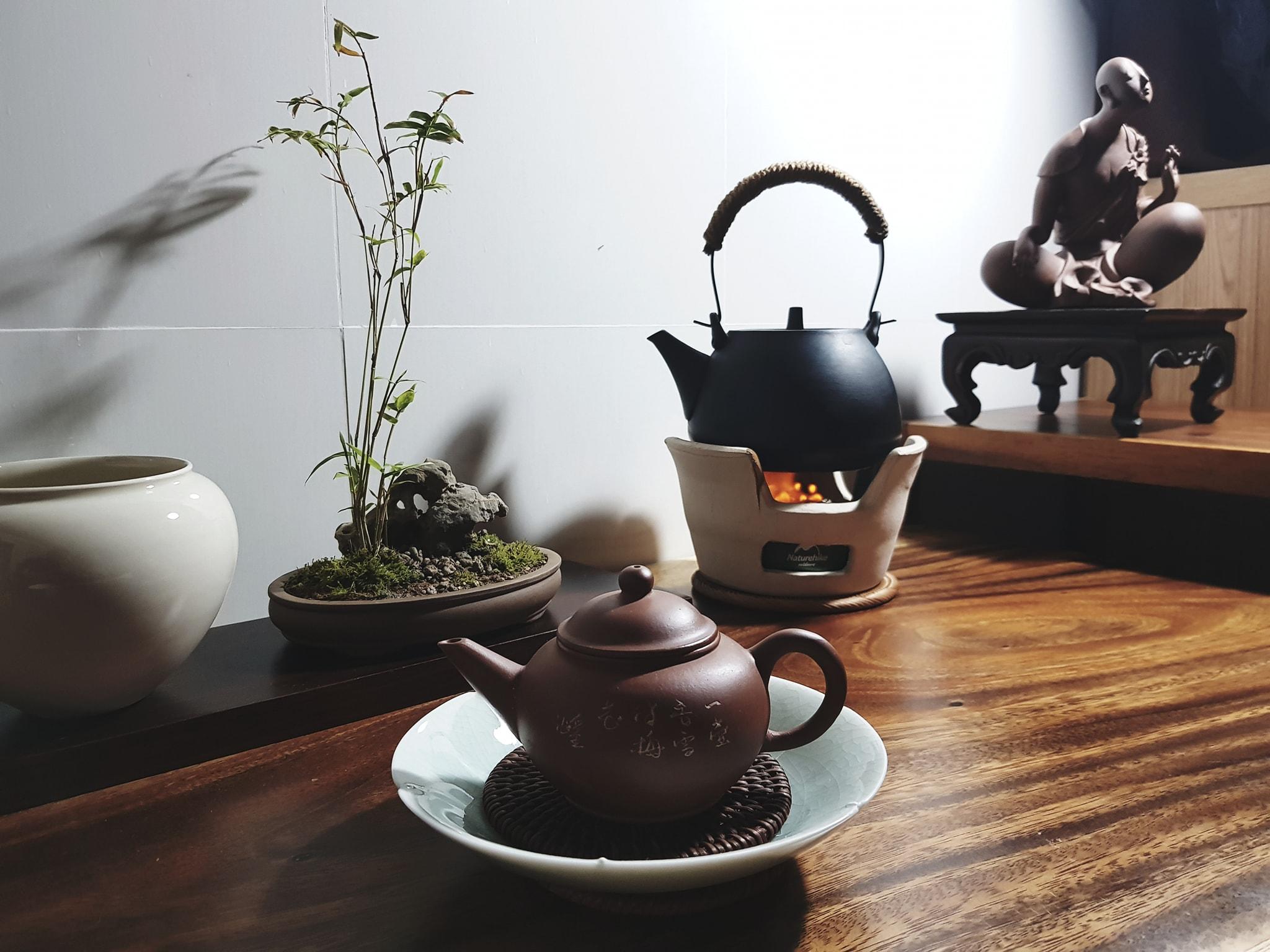 Trà có tác dụng giải khát thanh tâm, trà còn dùng để tu dưỡng tính tình