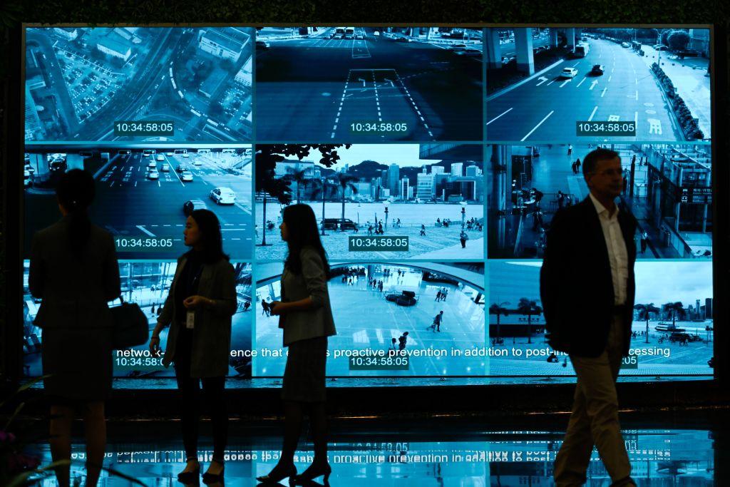 Nhà báo đến một showcase của Huawei ở Thâm Quyến, Trung Quốc. (©Getty Images | WANG ZHAO/AFP)