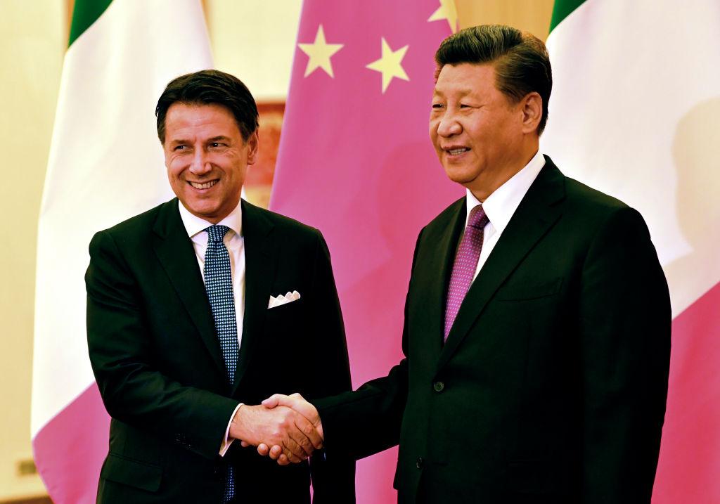 """Năm 2019, Ý đã ký một nghị định thư về thỏa thuận xây dựng các cơ sở hạ tầng trong Sáng kiến Vành đai và Con đường, hay còn có cái tên mỹ miều khác: """"Con đường tơ lụa mới""""."""