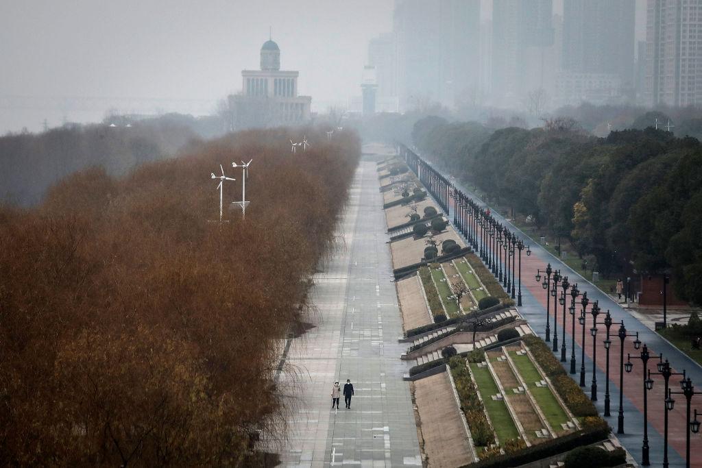 Ai có thể tưởng tượng được rằng Trung Quốc là thực thể kinh tế lớn thứ 2 thế giới, có dân số 1.4 tỷ người đang quỳ gối? Nó đang bị hủy diệt