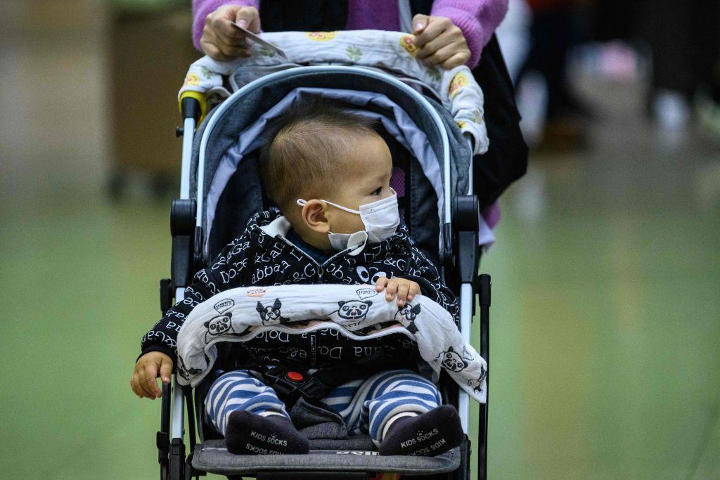 10 trẻ sơ sinh bị nhiễm viêm phổi Vũ Hán tại cùng một bệnh viện ở Rumani
