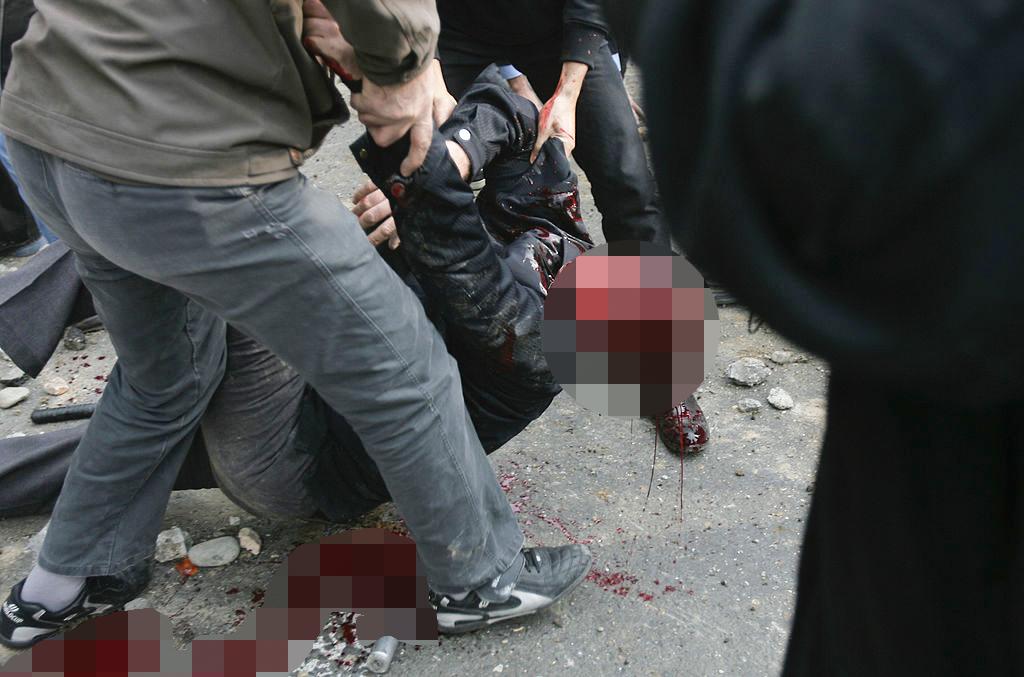 Chính quyền Iran đã chà đạp nhân quyền, sát hại rất nhiều người dân... cũng có thể là một trong những nguyên nhân dẫn tới thảm họa này.