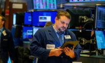 Thị trường tài chính toàn cầu chao đảo trong tâm dịch