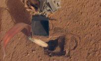NASA sửa tàu đổ bộ bằng cách lập trình cho nó tự đập mình bằng gầu xúc đất