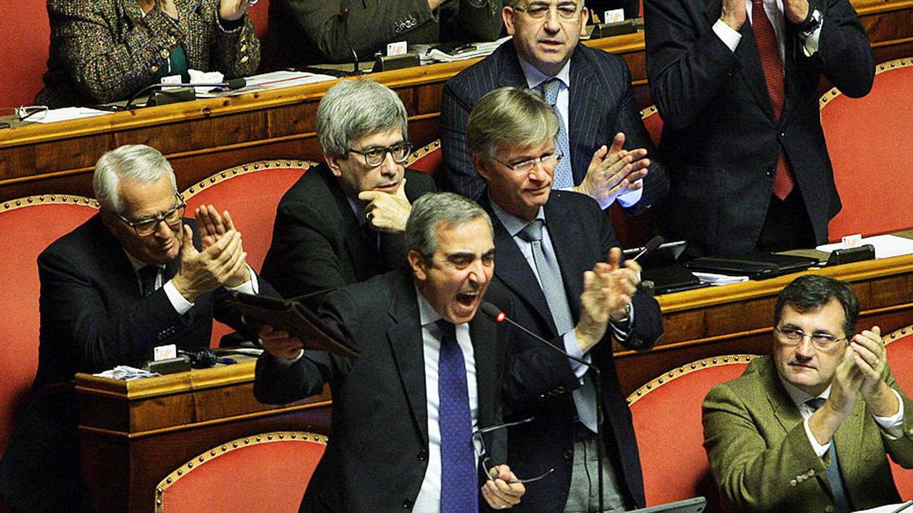 """""""Vài ngày trước, ông Maurizio Gasparri, nghị sĩ của Thượng viện Ý và là cựu Bộ trưởng truyền thông, đã nghiêm khắc chỉ trích Đảng cộng sản Trung Quốc (ĐCSTQ) tuyên truyền dối trá về việc Trung Quốc giúp đỡ miễn phí cho Ý và các nước Châu Âu khác..."""""""