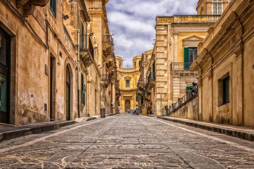 """Phong tỏa tại Ý: một lá thư gửi từ Ý đến Vương quốc Anh - """"từ tương lai của các bạn''"""