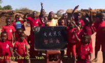 Người Trung Quốc cho tiền lừa trẻ em Châu Phi nói: Tôi là quỷ đen có IQ thấp (video)