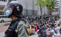 """Trực thăng quân đội Trung Quốc rơi tại Hồng Kông, hé lộ hòn đảo này vẫn bị """"răn đe"""" trong đại dịch virus"""