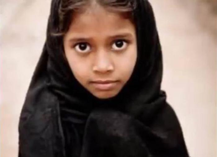 Bé gái trong bức ảnh tên là Shanti, là một đứa trẻ họ hàng của ông, năm nay 9 tuổi, tự xưng là Lugdi - vợ trước của Kedar, và đã sinh cho ông một người con trai. (Ảnh chụp video)