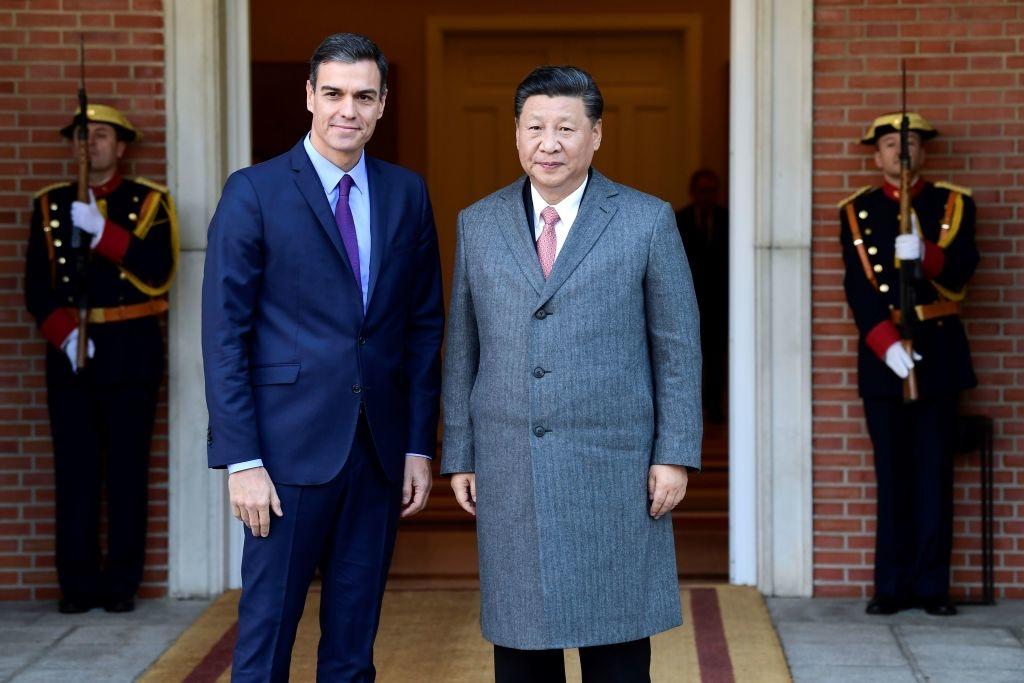 Thủ tướng Sánchez đã thiết lập mối quan hệ chặt chẽ hơn với ĐCSTQ sau khi nhậm chức vào năm 2018. Bất chấp mọi sự chỉ trích đổ dồn vào Trung Quốc vì che giấu dịch bệnh, ông vẫn liên tục bày tỏ sự ủng hộ của mình với ĐCSTQ. (Ảnh: Getty)