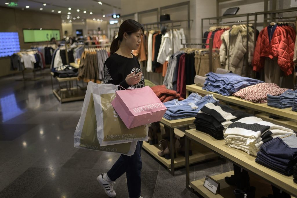 Người Trung Quốc khi có tiền nổi tiếng là tiêu hoang. Người Trung Quốc ra nước ngoài mua sắm không tiếc tiền đã không còn quá xa lạ