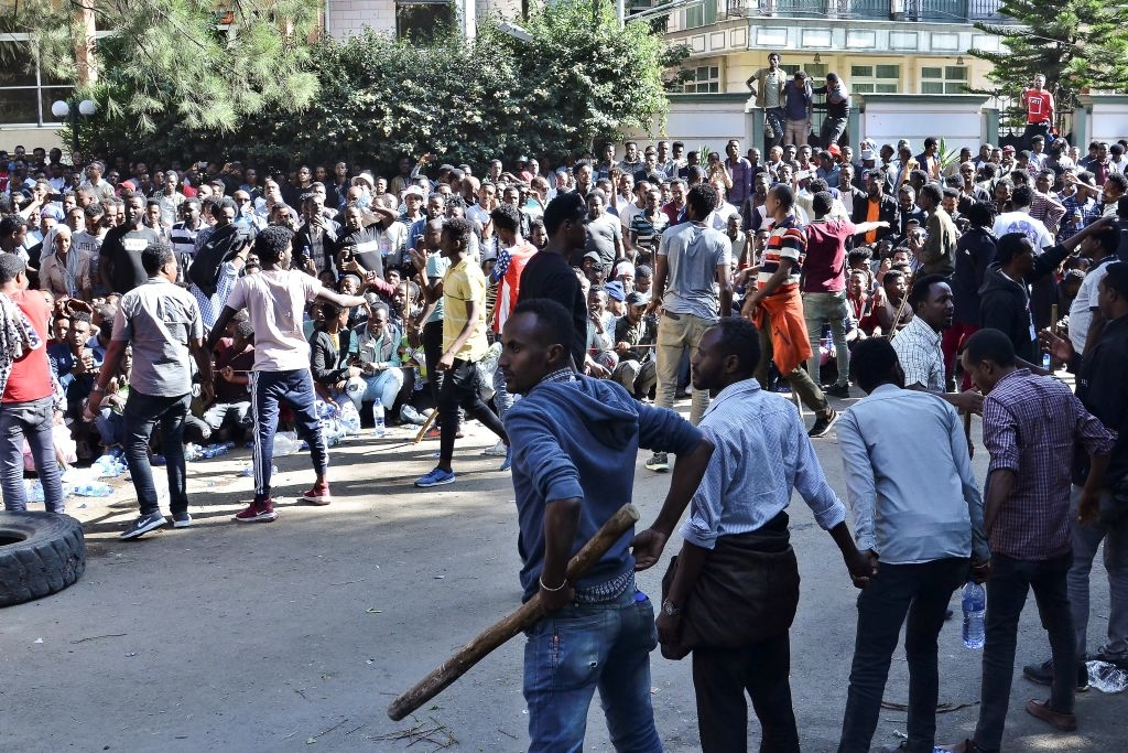 Viện Oaklan ước tính rằng, khoản viện trợ 3,5 tỷ đôla mà Ethiopia nhận được từ các quốc gia phương Tây (chiếm tới 60% ngân sách quốc gia) chủ yếu được sử dụng để đàn áp chính trị.