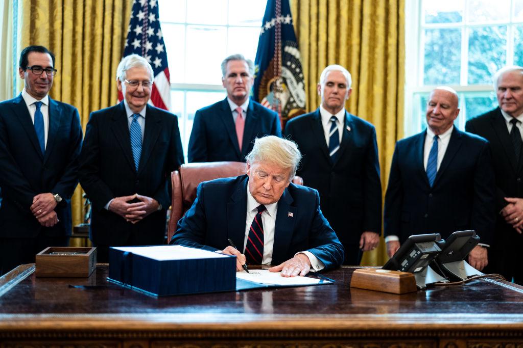 Trong đại dịch, tổng thống Donald Trump vẫn chứng tỏ được bản lĩnh quyết đoán và sự đúng đắn của mình khi vực dậy được một tinh thần Mỹ vĩ đại.