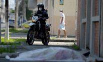 Virus Vũ Hán tấn công Ecuador, người dân bất lực đốt xác ngay trên phố