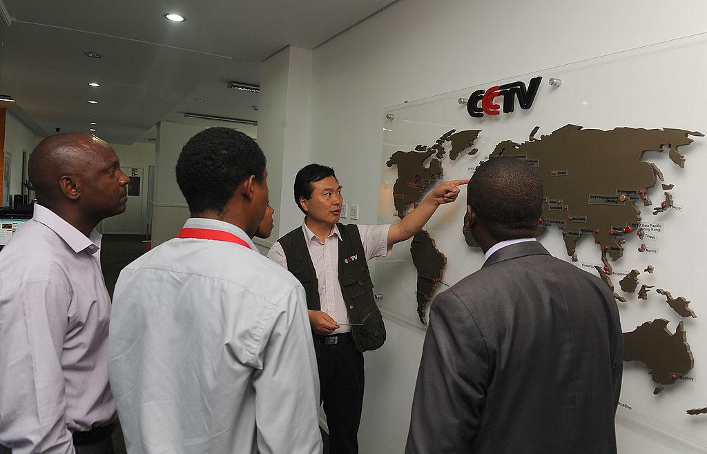 """Đối với các nhà báo ở châu Phi, CGTN hứa hẹn trả lương hậu hĩnh và tạo """"cơ hội"""" để họ kể câu chuyện về châu Phi cho khán giả toàn cầu, mà không cần phải kể những câu chuyện về phương Tây."""