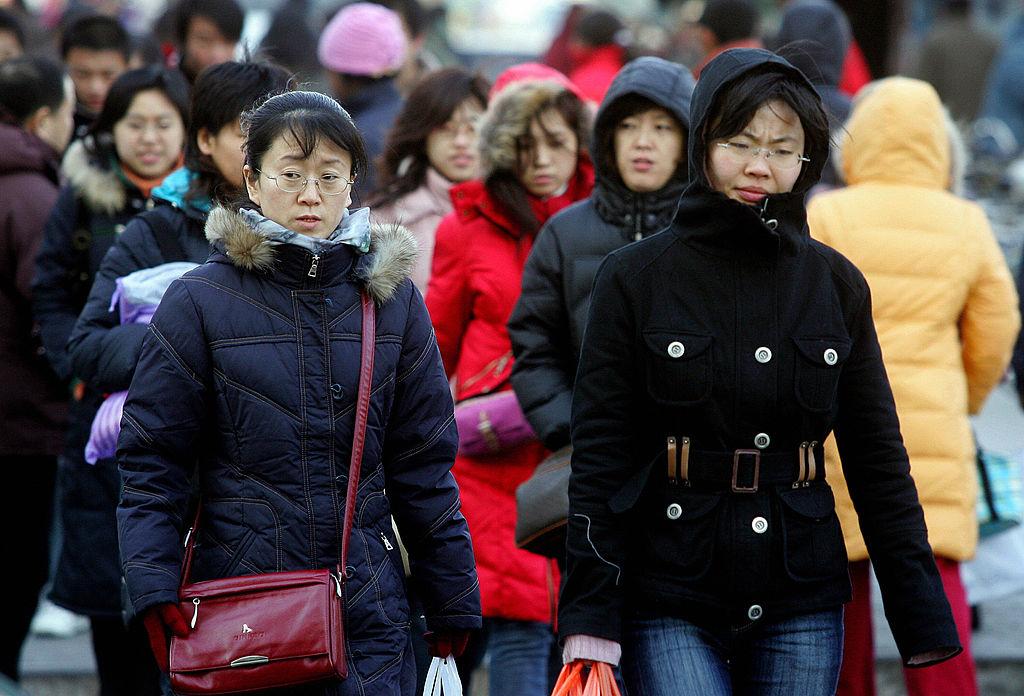 Trái lại, người Trung Quốc xem tiền là cuộc sống của họ. Càng có nhiều tiền, họ càng thấy hạnh phúc, đây là thước đo cho sự thành công trong cuộc sống của người dân nước này.