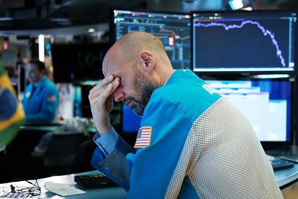 Giao dịch viên làm việc tại Sàn giao dịch chứng khoán New York (NYSE) vào ngày 18 tháng 3 năm 2020 tại thành phố New York. (Ảnh: Getty)