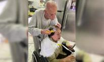 Xúc động mối tình trăm năm: Cụ ông 92 tuổi cẩn thận nhuộm tóc cho vợ khi phải tự cách ly