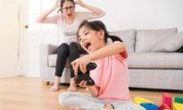 Cách ly khiến trẻ mệt mỏi, nhà trị liệu khuyên 3 trò chơi giúp trẻ không còn nhàm chán