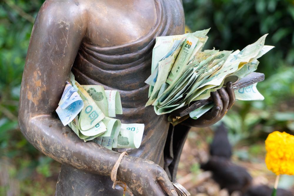 """""""Không, tôi không nhận đâu. Tôi chỉ là một bức tượng, nhận tiền làm gì. Nhận rồi lại phải làm việc cho các vị à? Khôngggg…"""""""