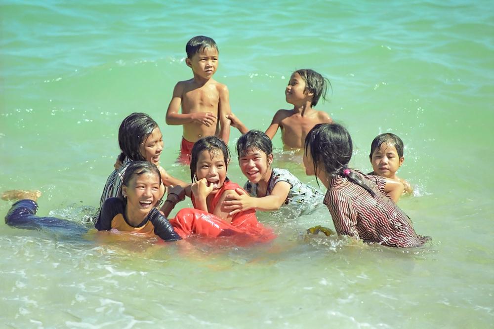 ký ức tuổi thơ tắm sông