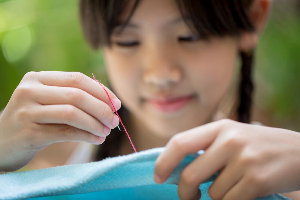 Trẻ em Nhật Bản ngay từ nhỏ đã được học cách sử dụng kim.