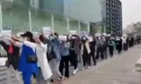 Tiểu thương diễu hành tại Phố đi bộ Quang Cốc Vũ Hán bị đàn áp