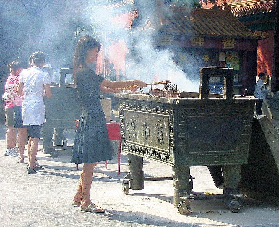 Ai cầu xin mà linh nghiệm thì cẩn thận, chẳng phải Phật cho đâu, mà là lũ linh thể chiếm cứ pho tượng kia cho đấy. Chúng sẽ lấy những thứ quý giá trên thân, trên mệnh của người đó như một sự trao đổi.