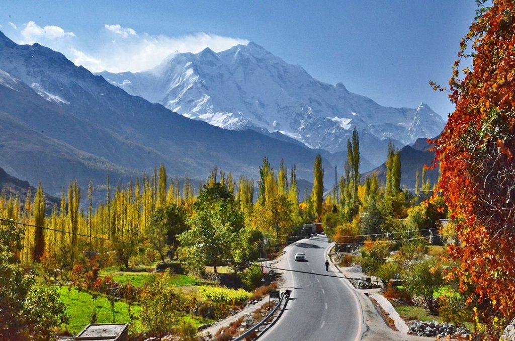 Đỉnh núi Rakaposhi trong thung lũng Hunza. Ngọn núi này cao gần 8.000m so với mực nước biển.
