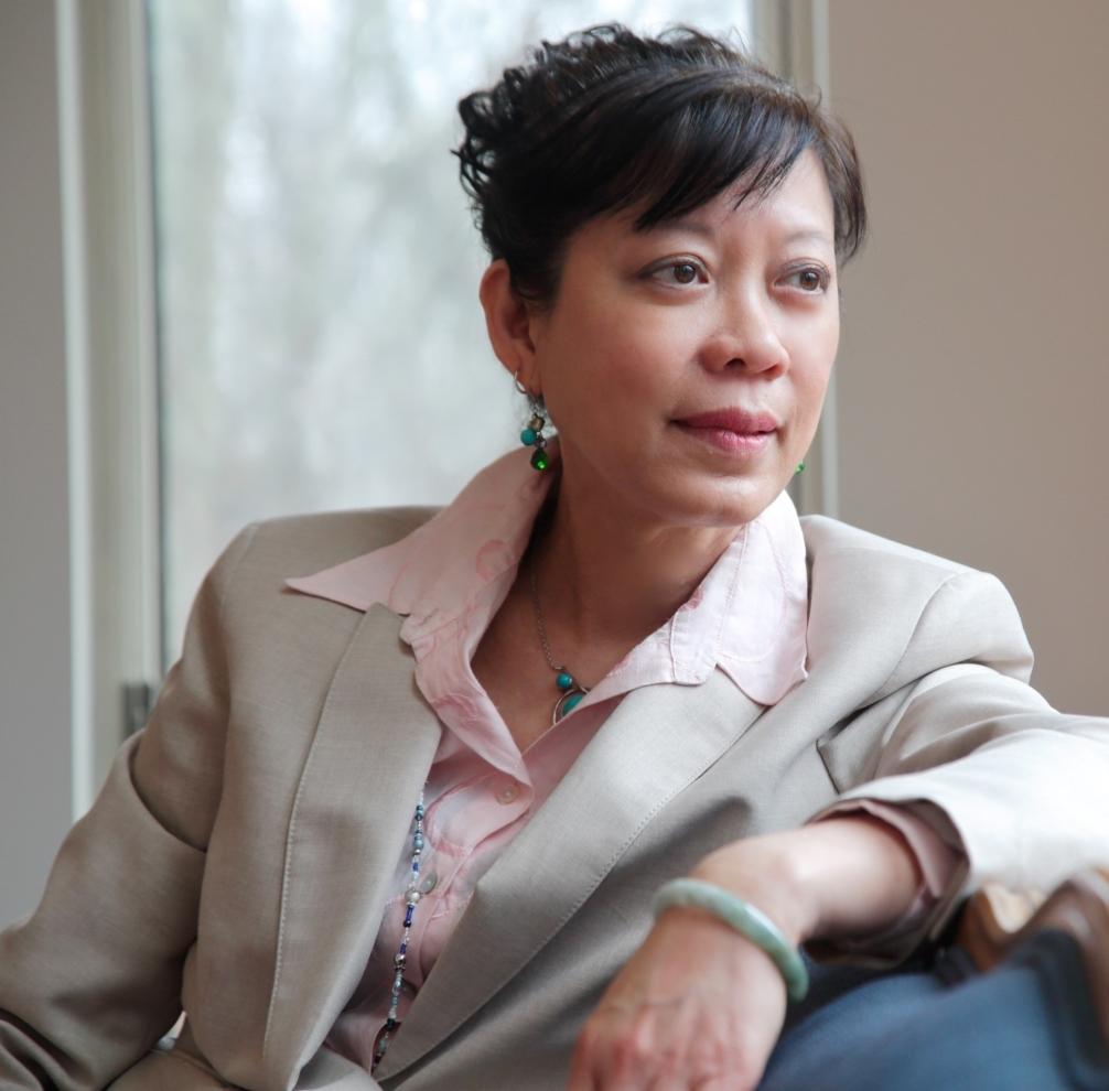 Tiến sĩ Margaret Trey (Người Úc gốc Philippines) - Cựu chuyên gia tư vấn, kiêm nghiên cứu viên về Pháp Luân Đại Pháp. Hiện đang sinh sống tại Otisville, New York, USA