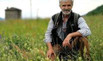 14 năm là cư dân duy nhất tại 'ngôi làng ma' ở Lombardy, người đàn ông vẫn bình yên trước dịch bệnh